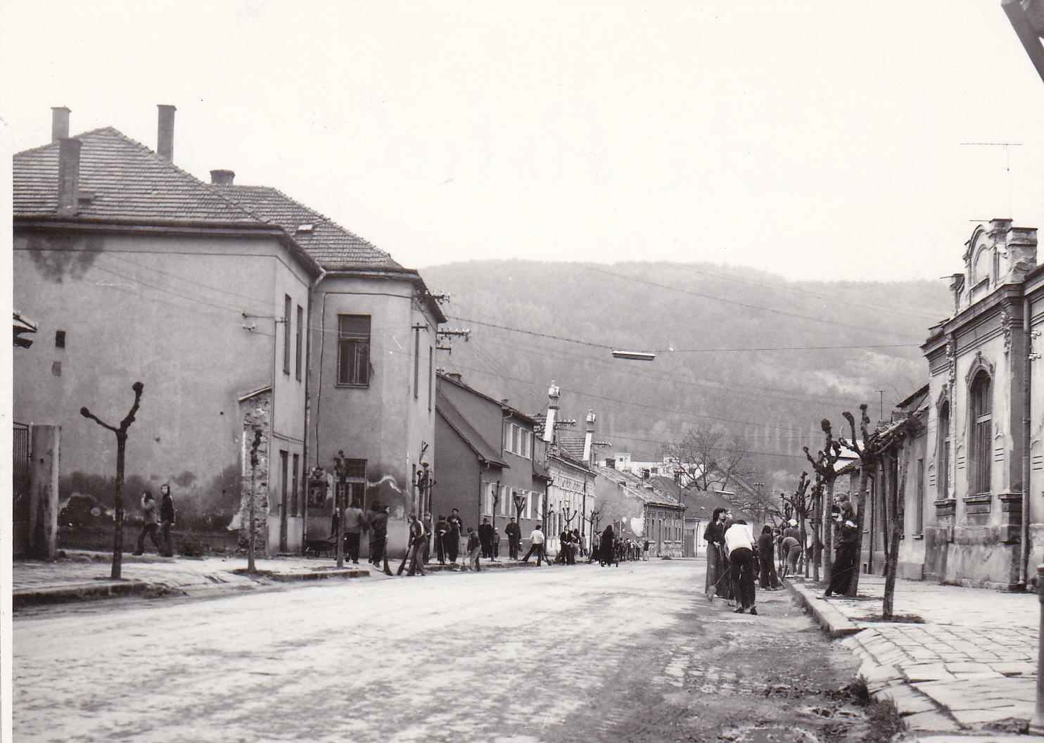 Námestie slobody v roku 1979: pohľad  z miesta križovatky pri tzv.