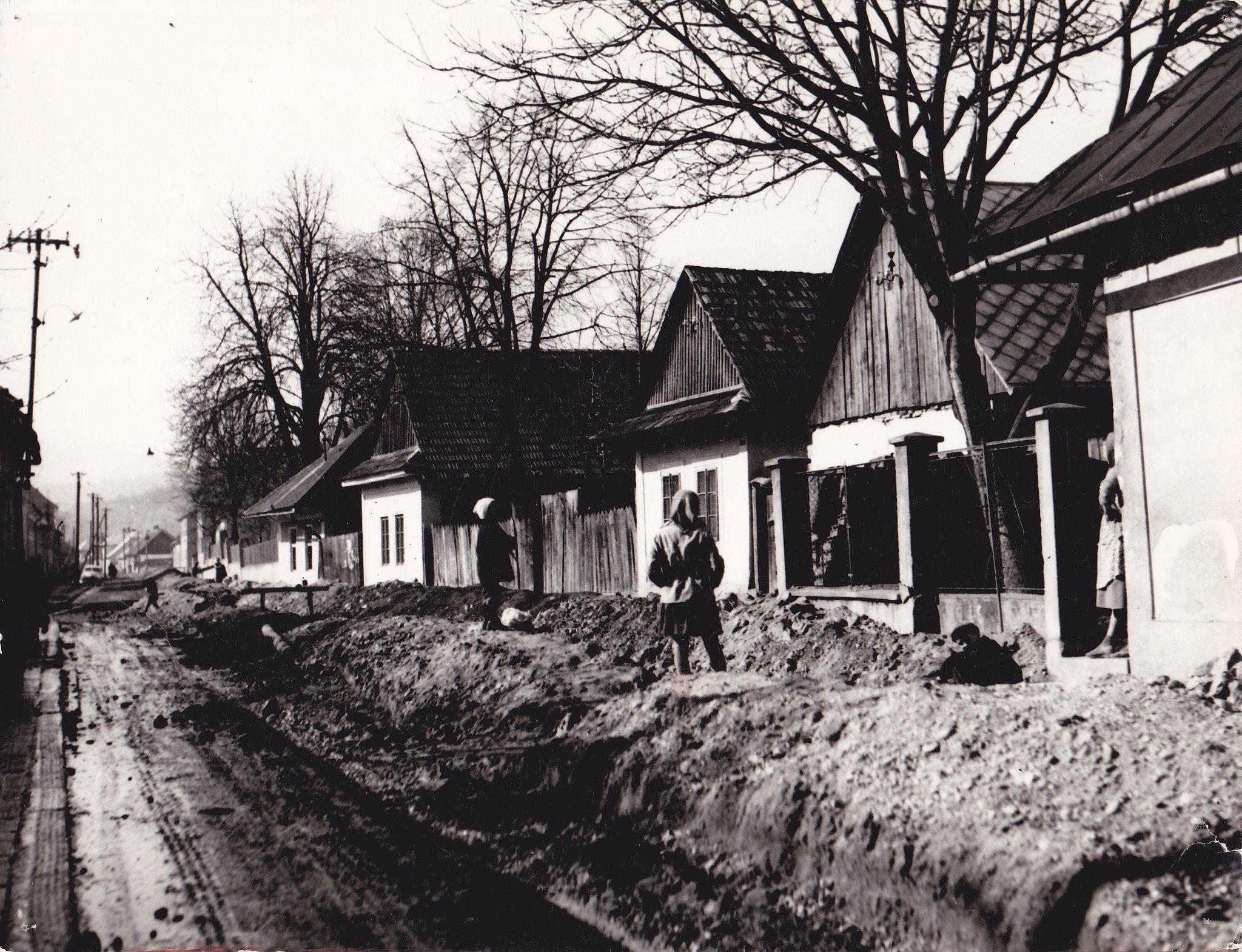 Ulica Martina Rázusa - dnes Komenského ulica : čo by ste povedali na také domčeky dnes? :)