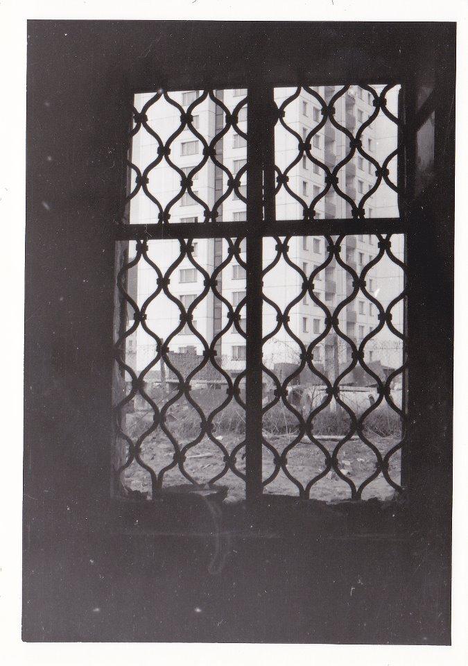 Pohľad z okna kaštieľa na panely