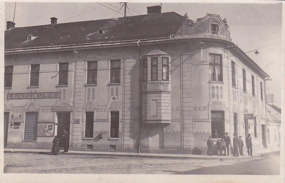 Budova Potravného družstva (od 1967 Javorník) v 1. ČSR na rohu Moravskej a Moyzesovej ulice