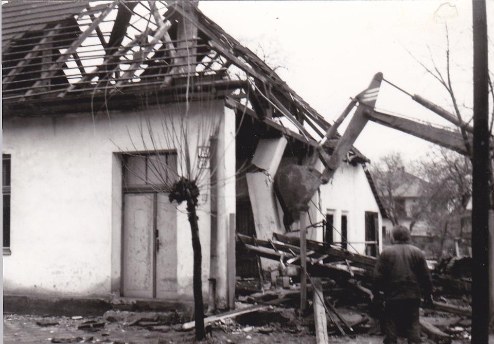 Búranie Mózeho domu na Moravskej ul. v r. 1982