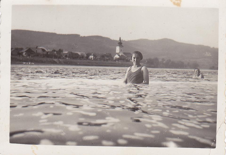 I. Pribišová vo Váhu pri Púchove v r. 1936