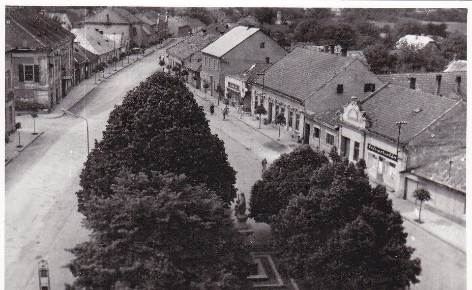 Námestie slobody v r. 1965 (autor fotografie: L. Drobný)