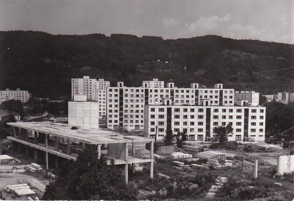 Stavba tzv. plecháča (Nosáľ) na Námestí slobody cca 1986