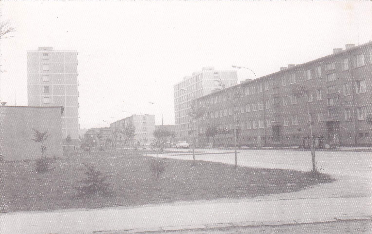 Ul. Obrancov mieru fotografovaná z križovatky s Požiar. ulicou