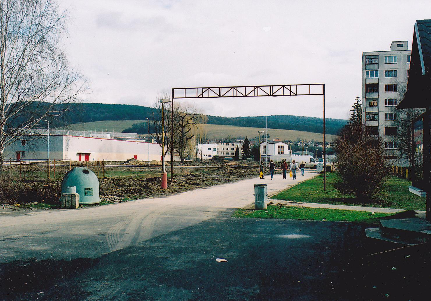 Dvory v r. 2007 (pred výstavbou nových polyfunčných budov)