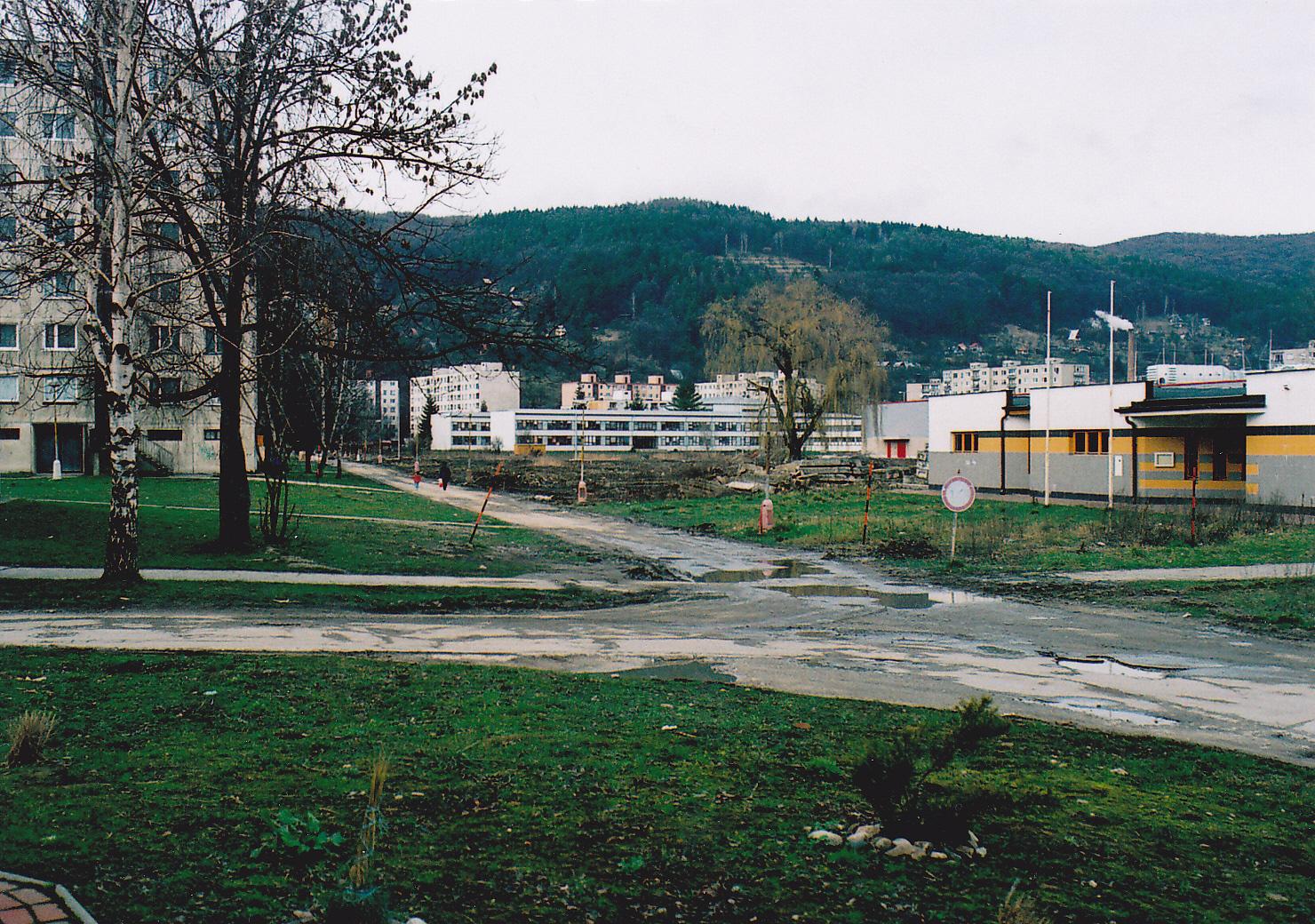 Dvory v marci r. 2007 (pred výstavbou nových polyfunčných budov)