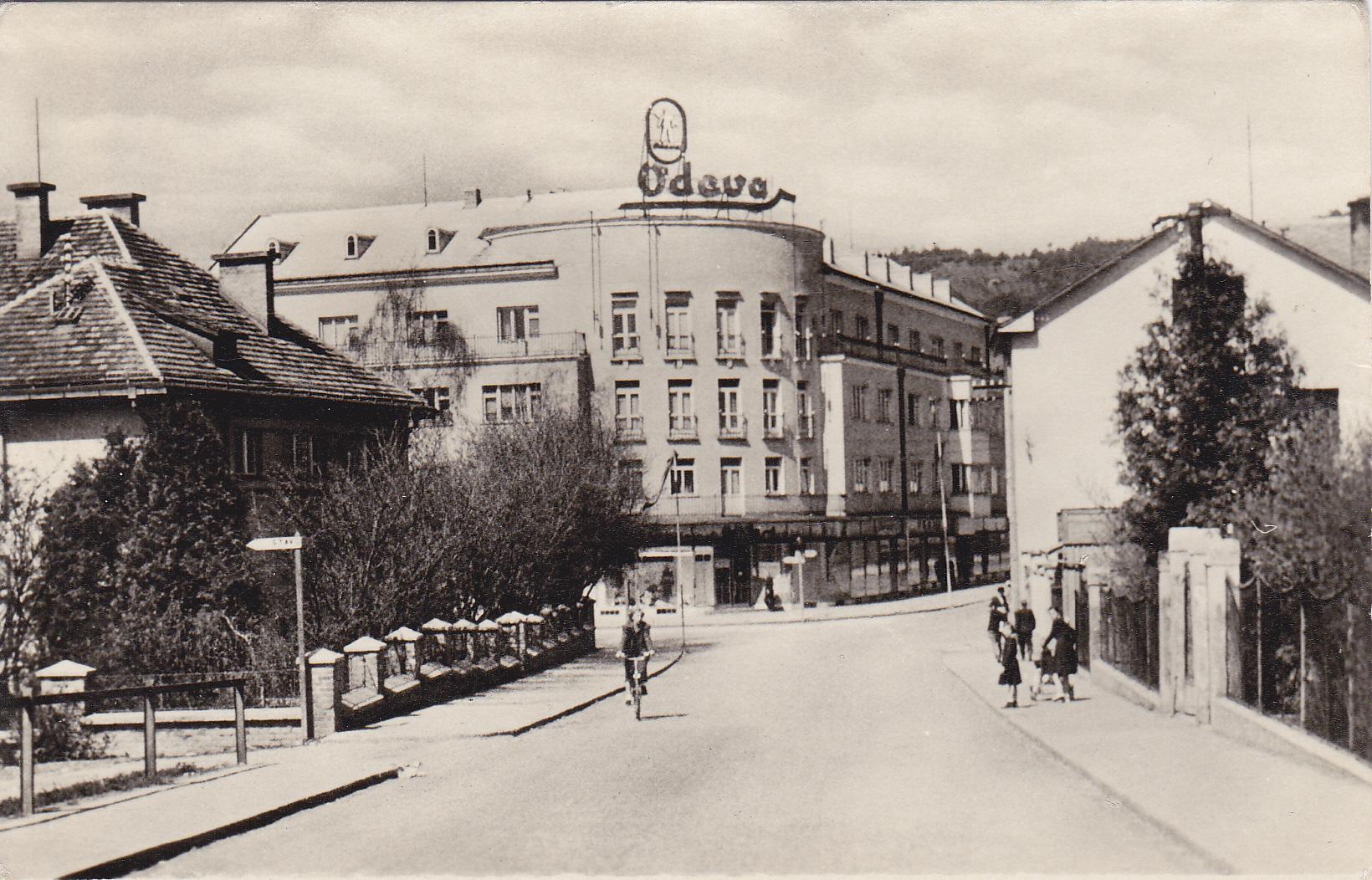 Rožák odfotografovaný z mosta - roh ulíc Červenej armády a Kapitána Nálepku (1. mája a Štefánikovej)