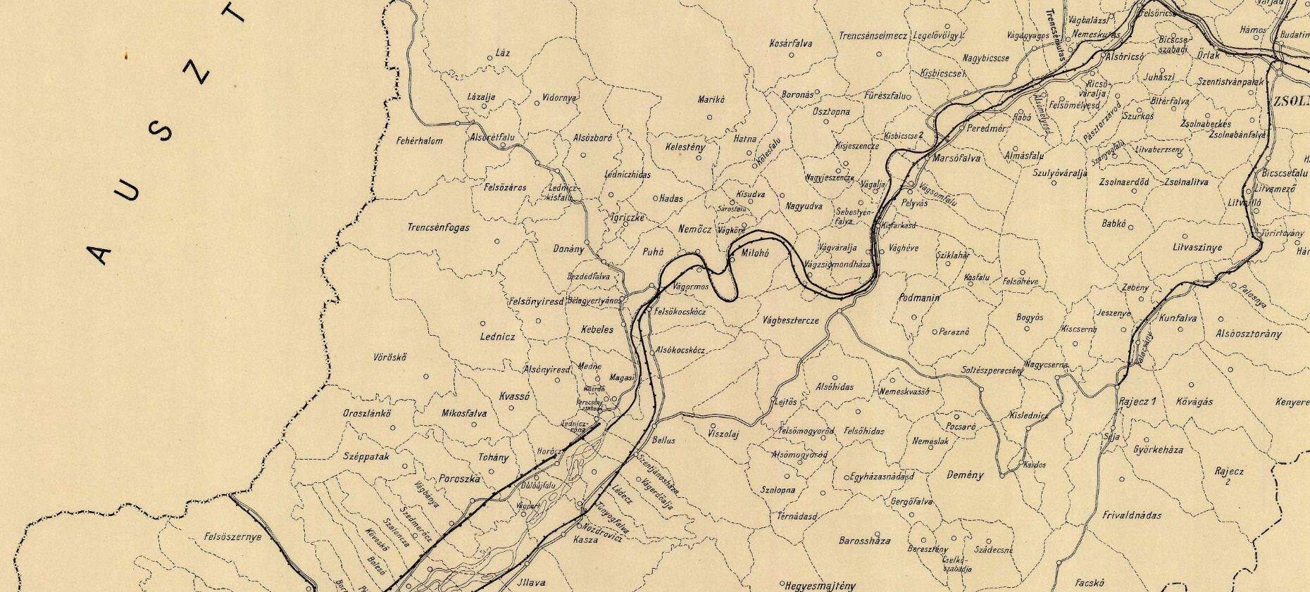 Mapa zachytila v roku 1912 katastrálne územia jednotlivých obcí v oblasti (s pomaďarčenými názvami) a zvýraznenú pôvodnú železničnú trať popri rieke Váh.