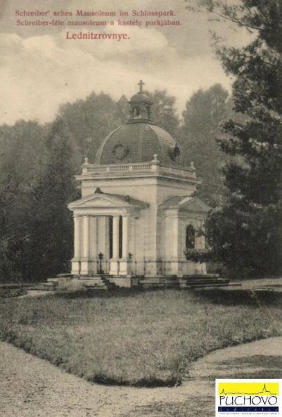 Mauzóleum z r. 1890 v parku Lednických Rovní