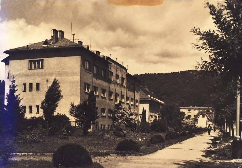 Mestský a Okresný úrad v Púchove na dnešnej Štefánikovej ulici asi v 60. rokoch minulého storočia...
