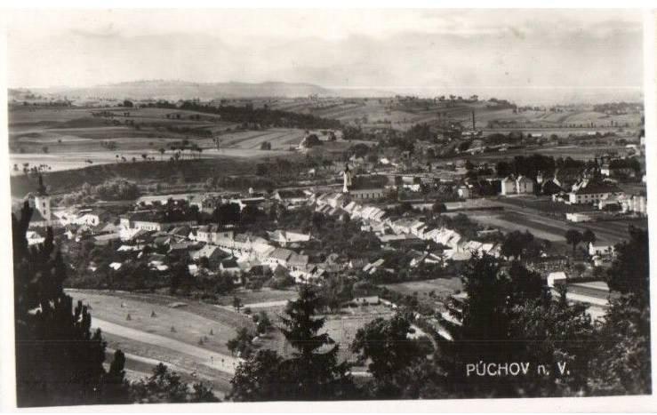 Menej kvalitná fotografia, ale o to vzácnejší pohľad na Púchov nad Váhom okolo roku 1940.