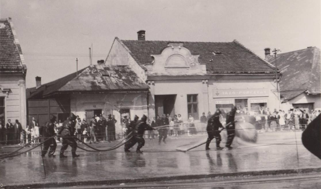 Námestie slobody v Púchove v r. 1960