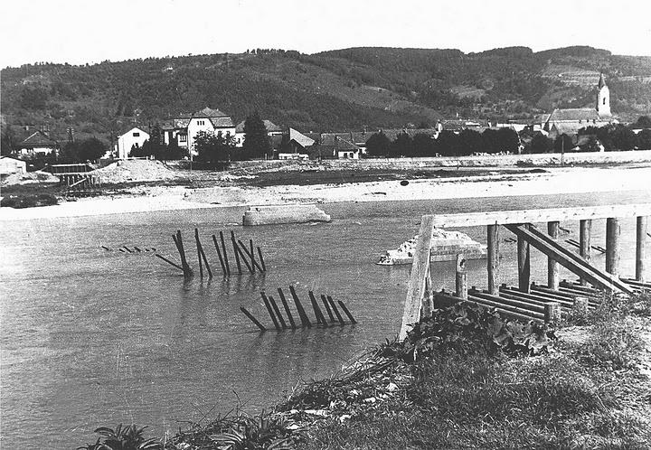 začiatok stavby nového mostu 1945