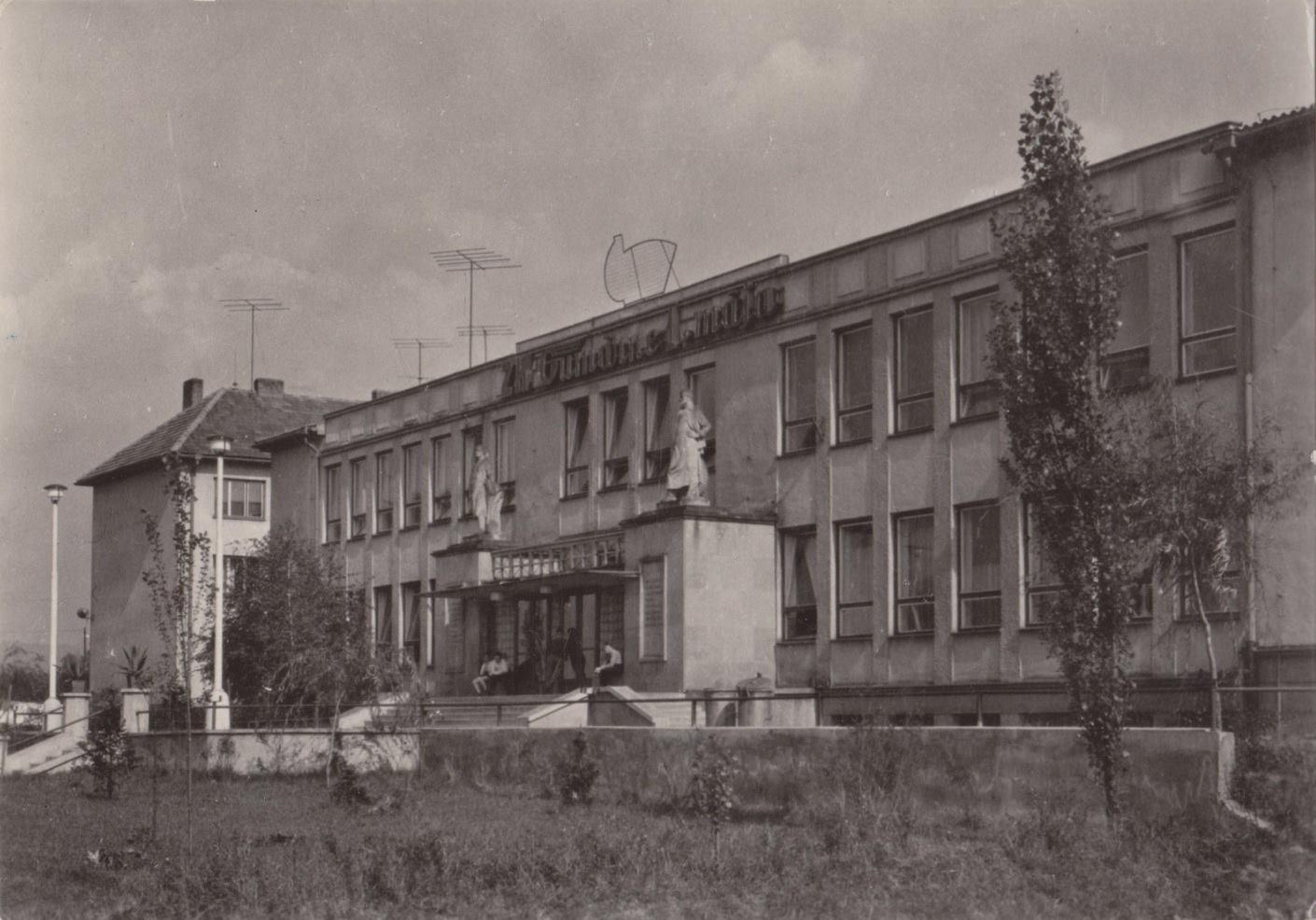 Závodný klub Gumární 1. mája na Kolonke v PU v 60. rokoch 20. storočia - dnes Fakulta priemysel. technol. TN univerzity A. Dubčeka