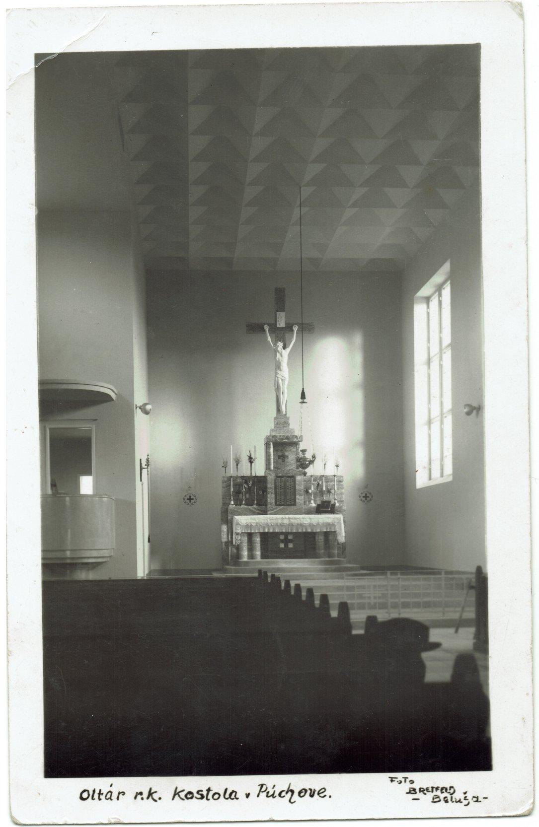Čerstvo dobudovaná centrálna loď r. k. kostola Všetkých svätých v Púchove v r. 1940