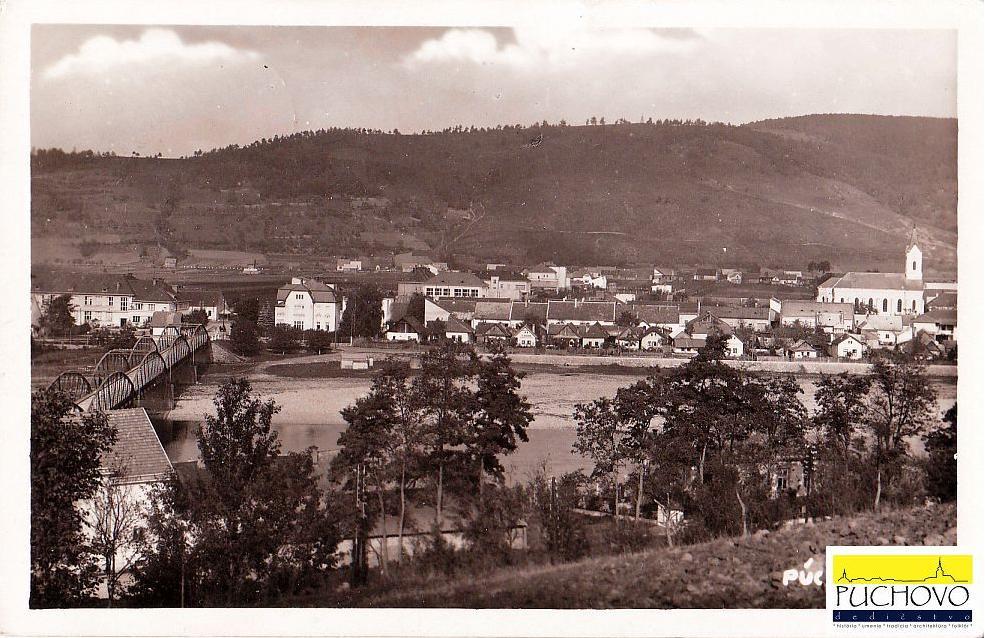 Pohľad na Púchov nad Váhom v 30. rokoch 20. storočia z Horných Kočkoviec