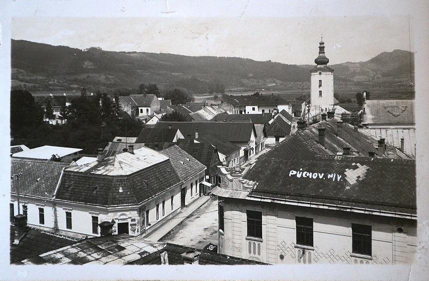 Púchov v časoch 1. ČSR: pohľad z veže evanjelického kostola na dnešnú Moyzesovu ul./pešiu zónu a Moravskú ulicu
