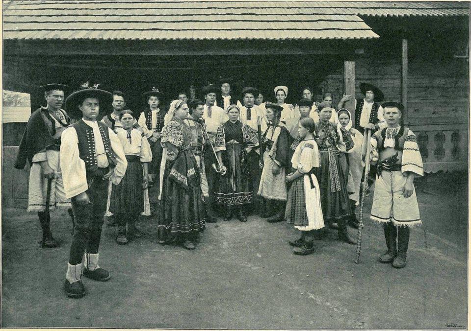 Českoslovanská národopisná výstava v Prahe r. 1895 - kroj Púchovskej doliny zastúpený obcou Vydrná