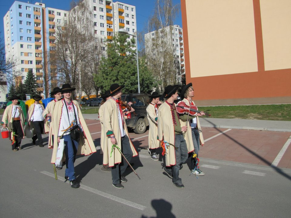 Veľká noc 2012 v uliciach Púchova