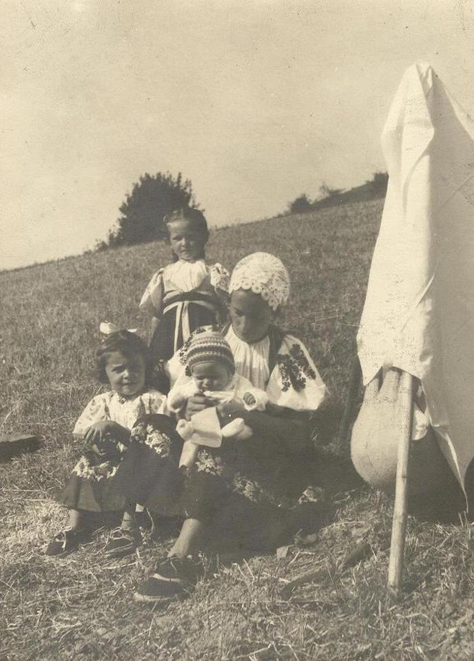 Zuzka Pastorková rod. Kmošenová, syn Peter, Vierka Gardoňová (Kollárová), Mária Pastorková (Doležalová) - Záriečie (www.ecav.zariecie.sk)