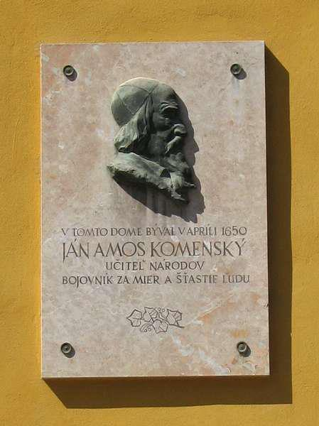Pamätná tabuľa J. A. Komenského na budove starej evan. fary v Púchove