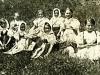 Takto sa usmievali prváčky z Lazov pod Makytou na výlete na Javorníkoch v roku 1934.