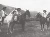 Fotografia mužov na koni z Púchovskej doliny (asi Záriečie) v prvej polovici 20. storočia