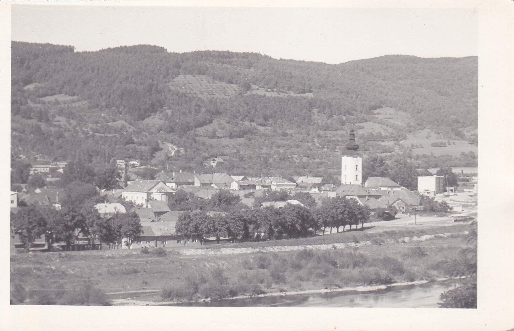 Nábrežie slobody a stavby v uliciach Námestia slobody a Moyzesova ul. v roku 1965