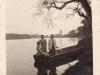 Dámy nastupujú do člna na Váhu neďaleko tzv. hradskej cesty a parku na Sihoti (1939)
