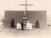 Slávnostné znovuvysvetenie sochy sv. Jozefa kanonikom Viktorom Kállayom na križovatke dnešných ulíc: Športovcov a 1. mája v roku 1943
