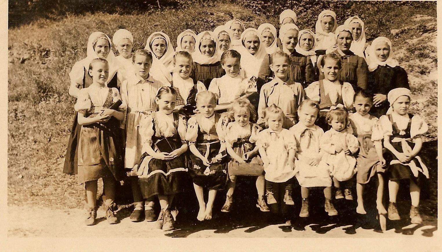 Foto zo SEM v Hoštinej pri PU z archívu ECAV PU (cca 40. roky)