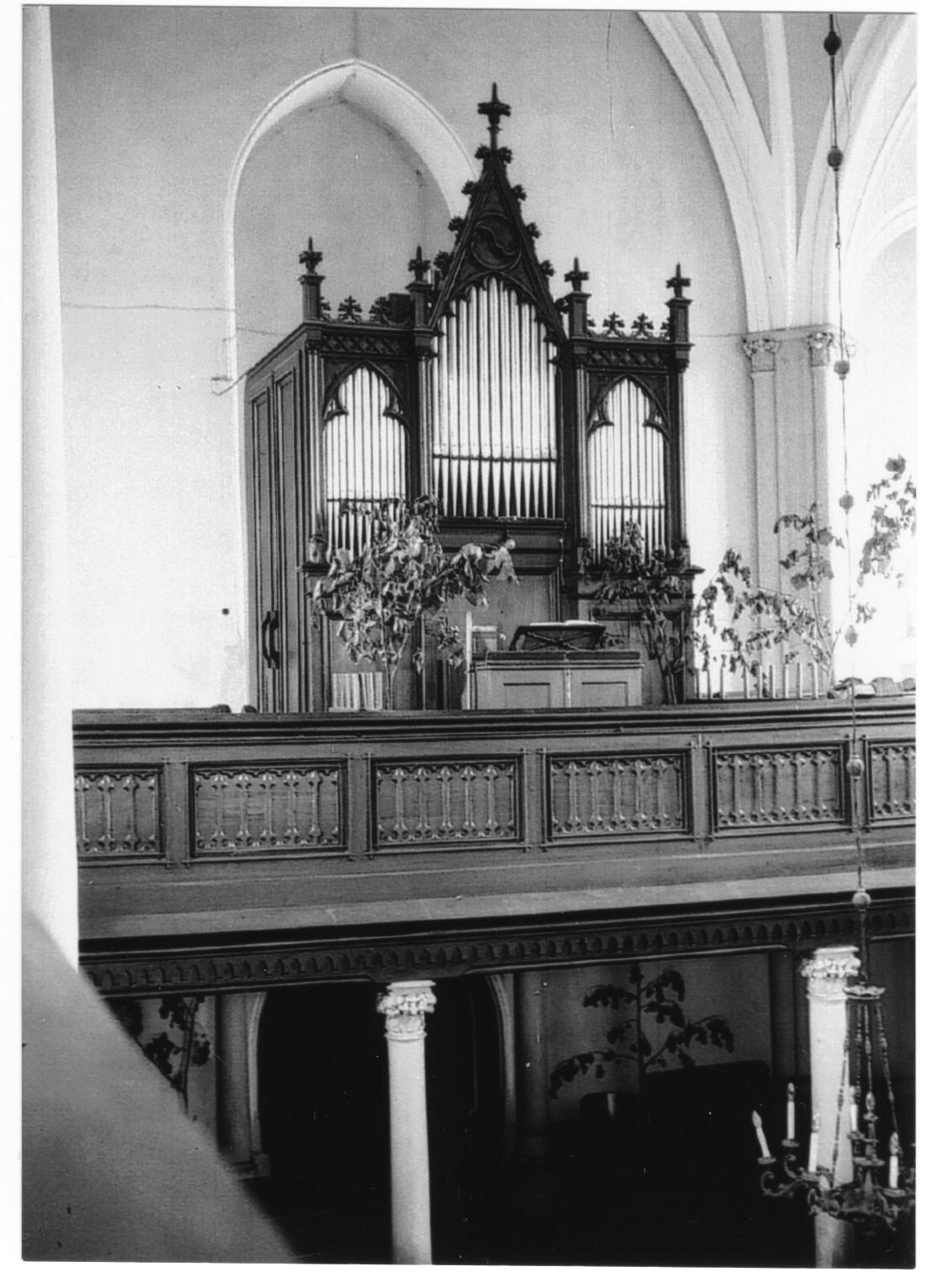Pôvodný organ v evanjelickom kostole v Púchove pred r. 1953. Dnes sa nachádza v kostole z r. 1904 v obci Liptovský Ondrej.