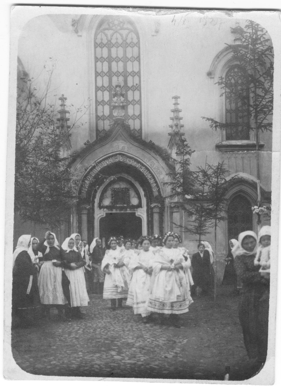 31. október 1917 pred evan. kostolom v Púchove - 400. výročie pamiatky reformácie - fotografia z čias 1. svetovej vojny, resp. monarchie Rakúsko-Uhorska