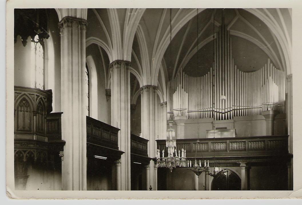 Fotografia interiéru evanjelického kostola v PU z roku 1953 (19. apríla uvedeného roku bol vysvätený nový orgán)