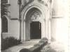 Starý nápis na neogotickom portáli evanjelického kostola v Púchove v kralickej čestine: Aj stánek Boží s lidmi Ž. 21,3