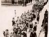 Seniorátny zjazd mládeže okolo r. 1940 zachytený na Moravskej ulici (vľavo na rohu budova Javorník)