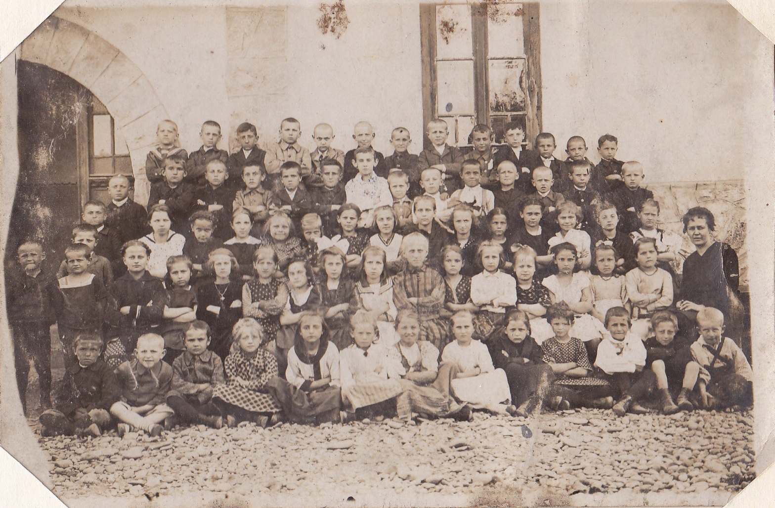 Školská fotografia žiakov  v časoch 1. republiky (1918-1938)