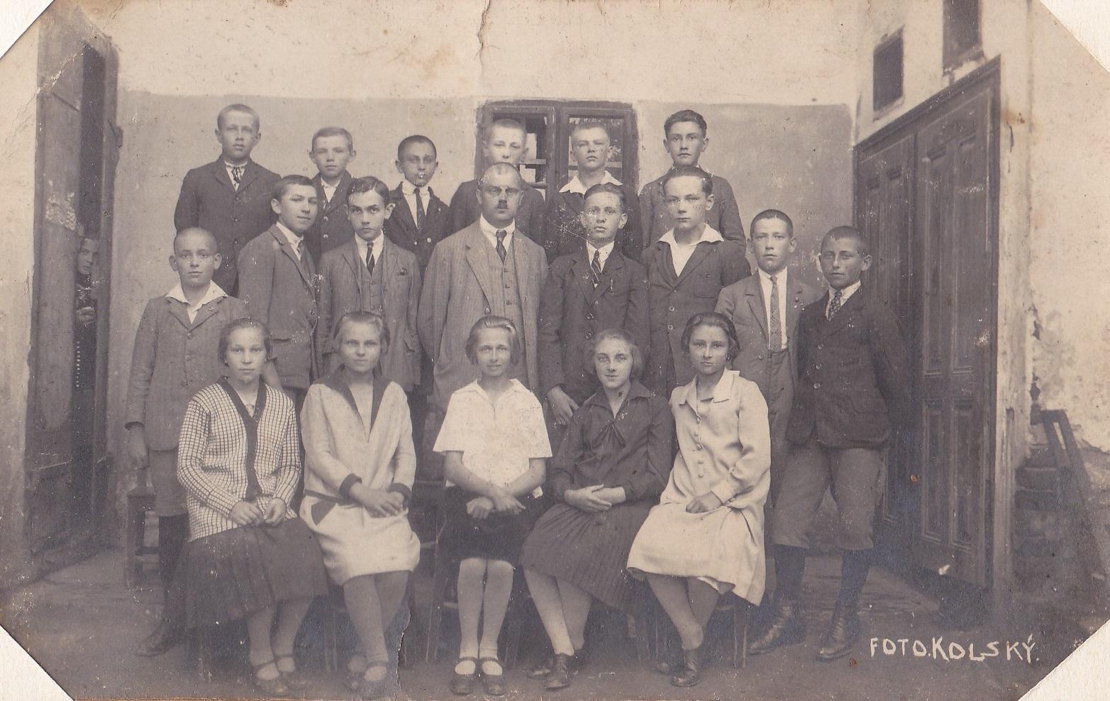 Školská fotografia žiakov  v časoch 1. ČSR (1918-1938)
