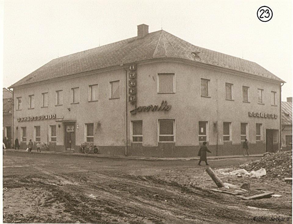 Hotel Javorník na rohu Moyzesovej a Moravskej ul. (dnes Prima banka)