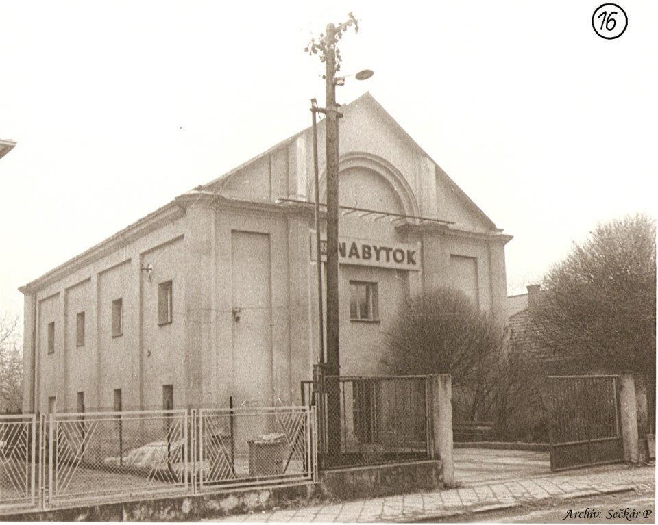 Synagóga na Moyzesovej ul., za býv. režimu predajňa nábytku - zbúraná v 1988
