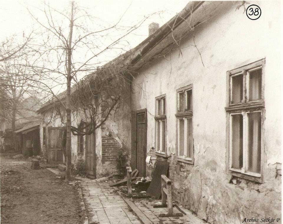 dvor domu č. 568