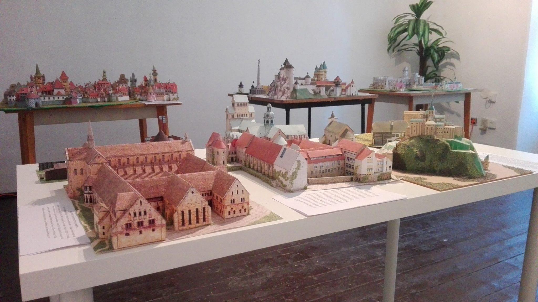 Výstava papierových modelov pamiatok Slovenska, Česka a západ. Európy v v Púchovskom múzeu v Župnom dome (september 2016). Autor modelov: Vladimír Sloboda
