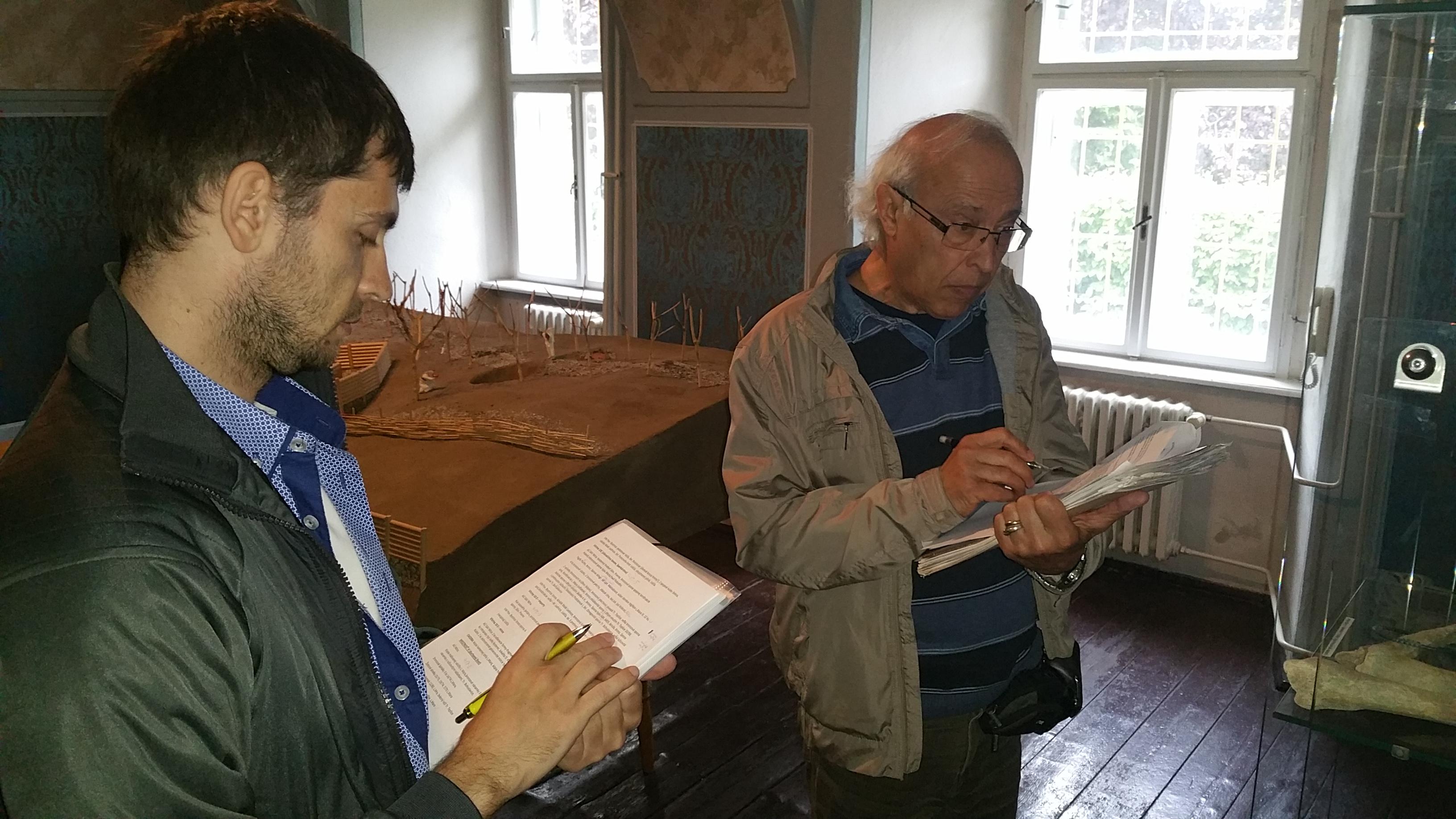 Dokumentácia artefaktov so slovenským archeológom dr. Karolom Pietom v púchovskom múzeu (5/2015)