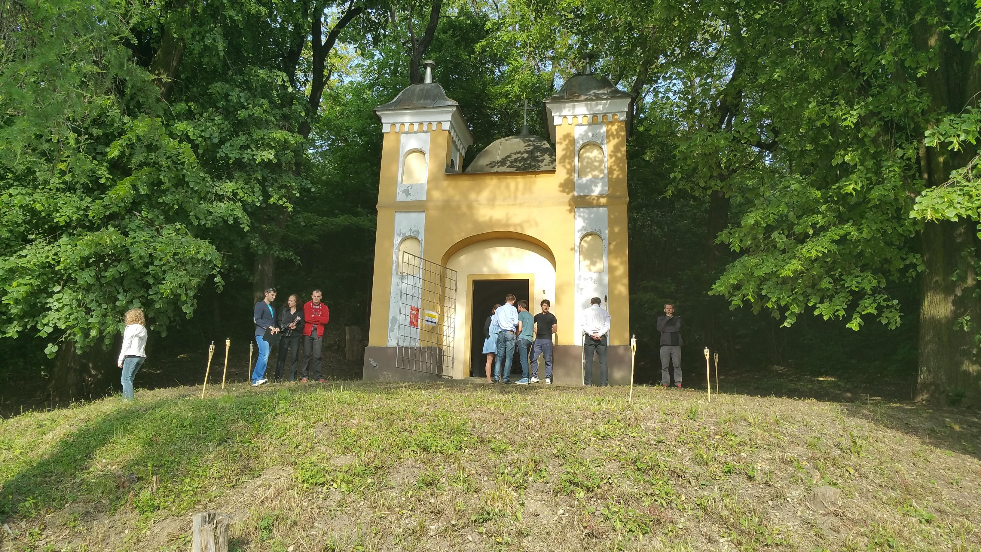 Sprístupnenie Kaplnky Nanebovzatia Panny Márie verejnosti pri železničnej stanici po viac ako 60 rokoch (29. 5. 2015)