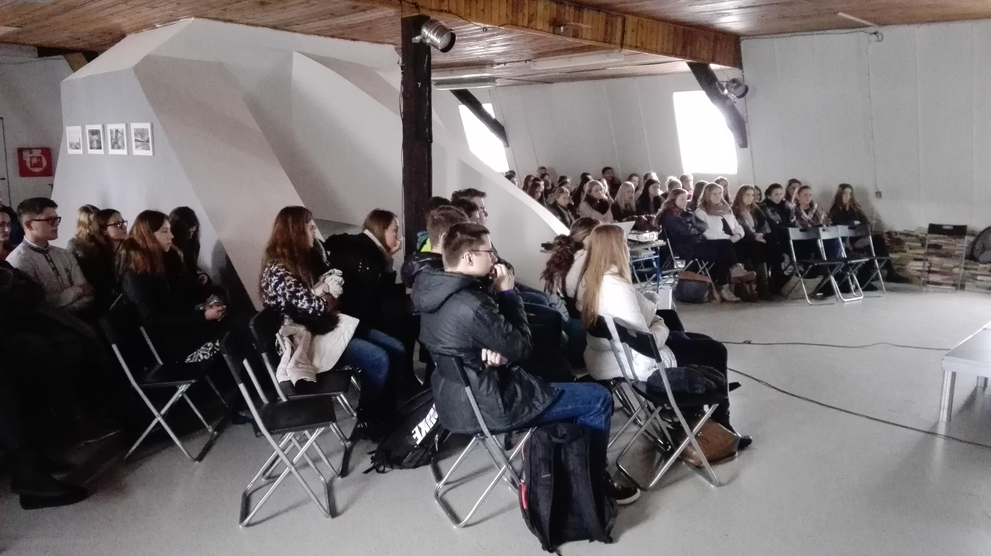 Festival slobody v Púchove (1. 12. 2016) - jednodňová prehliadka filmov a diskusií pre žiakov a verejnosť o rokoch neslobody v 20. storočí na Slovensku (spolupráca OZ PUCHOVO DEDIČSTVO a Ústavu pamäti národa)