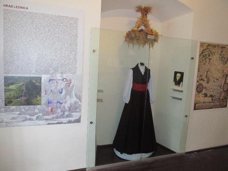 Nová expozícia Lednického panstva v Púchovskom múzeu v spolupráci so S. Flimmelovou a D. Eglyovou