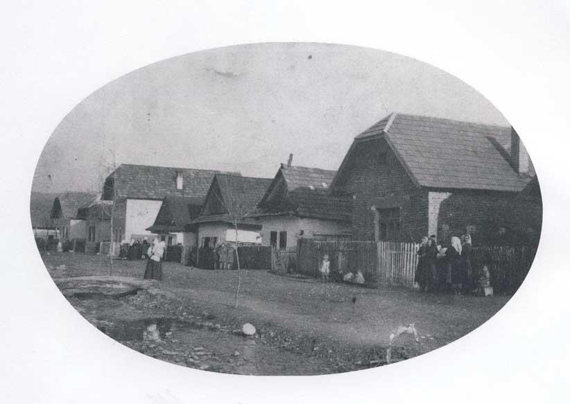 Drevené domy v obci Streženice na začiatku minulého storočia (obecstrezenice.sk)