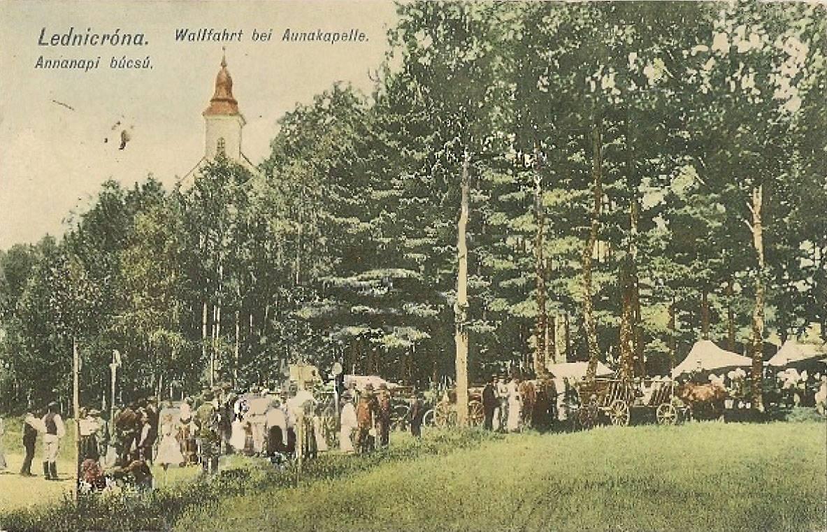 Púť ku kaplnke sv. Anny v Lednických Rovniach na pohľadnici z roku 1913