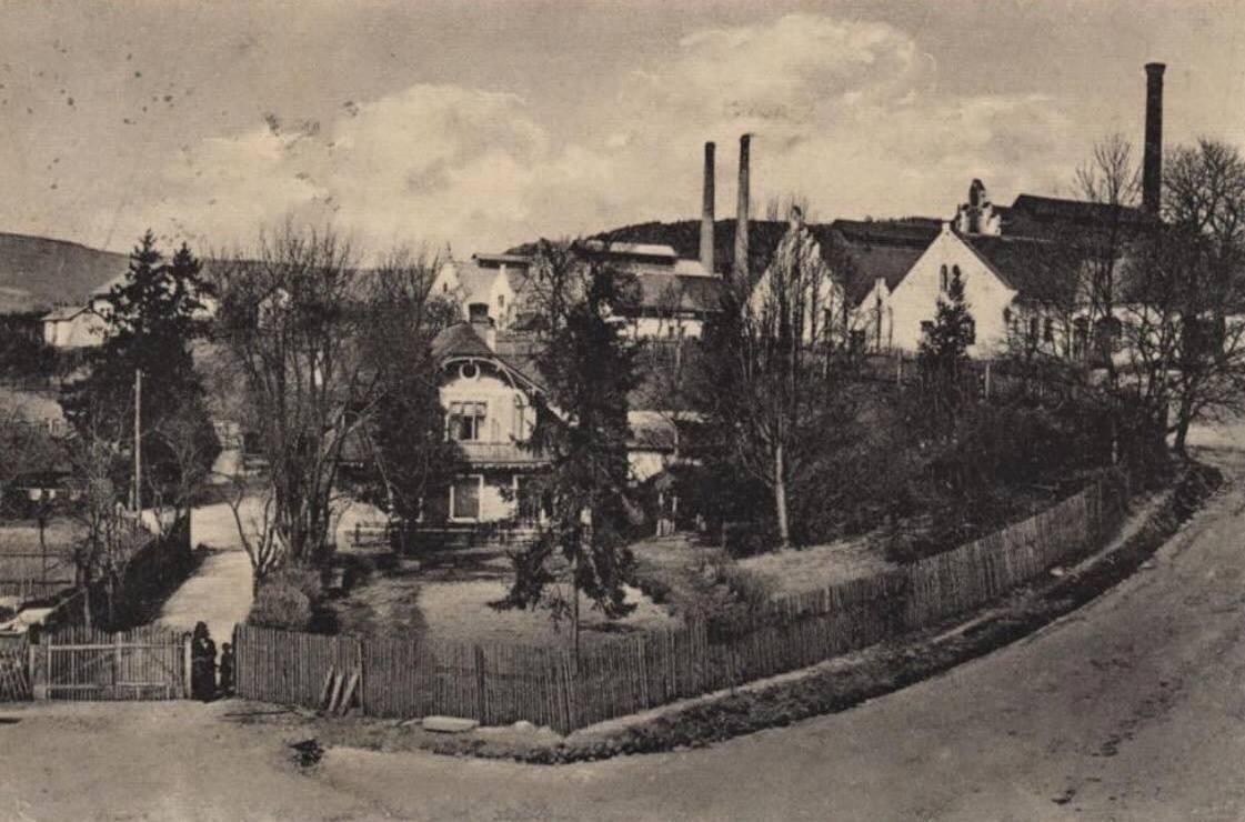 Lednické Rovne 1923 - drevená vila pod fabrikou